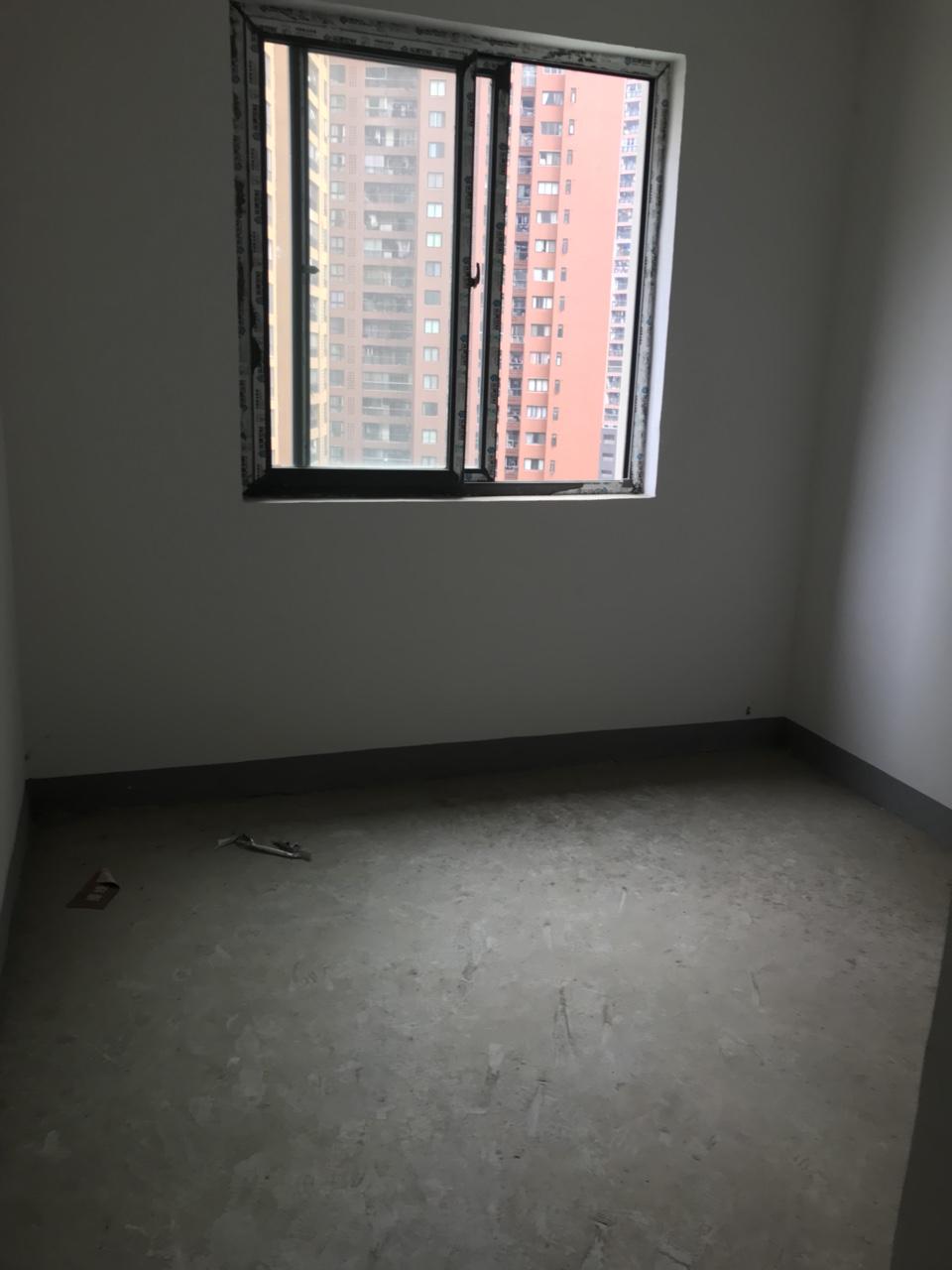 中央府邸清水94平3室2厅1卫喊价54.8万元