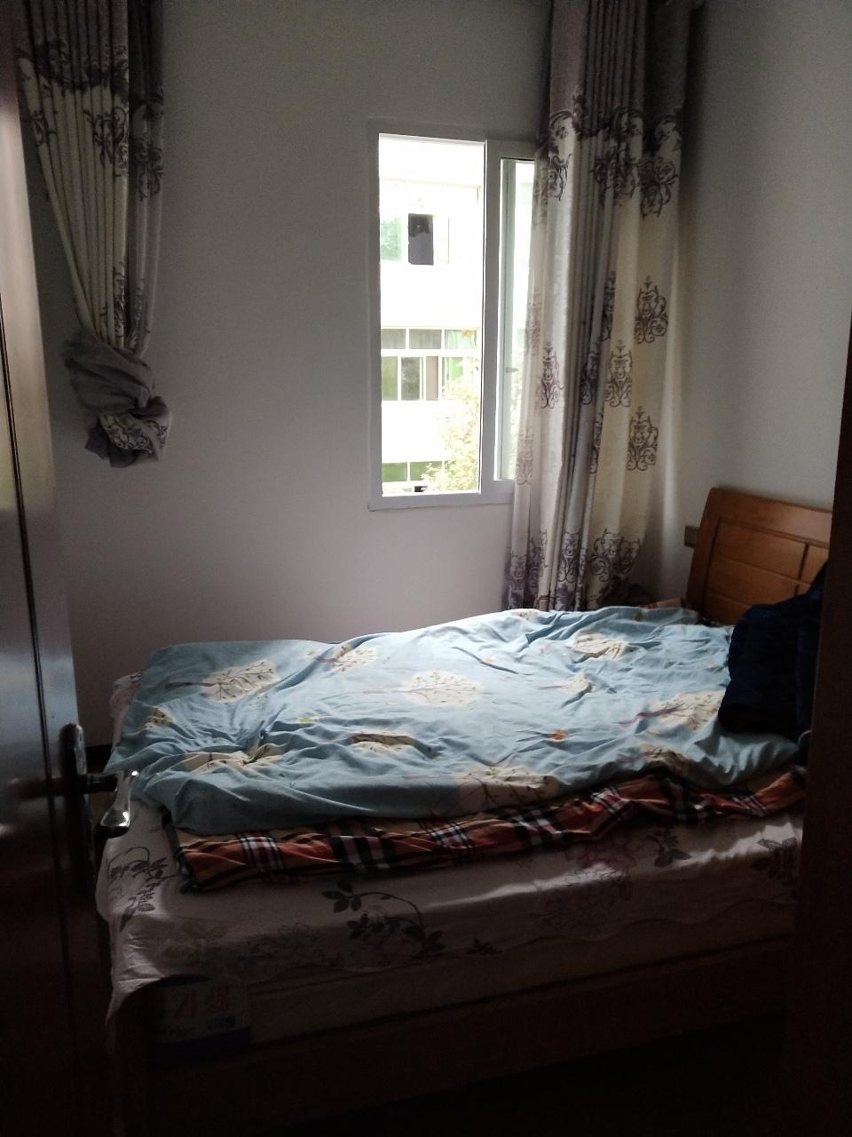 江畔人家精装修107平3室2厅1卫61.8万元