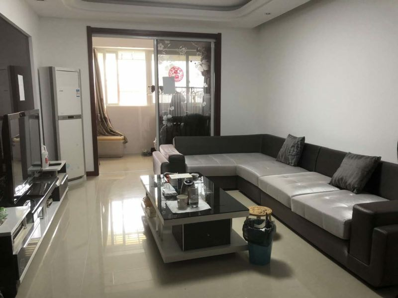 中央广场108平米精装2室2厅1卫91.8万元