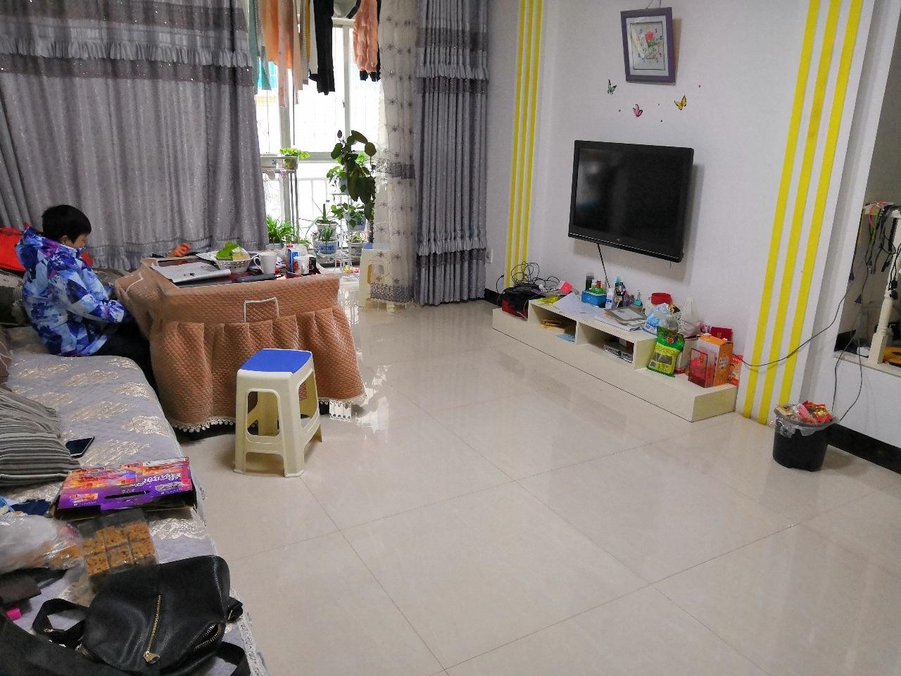 兴阳精装房3室2厅2卫家电家具齐全,黄金楼层,