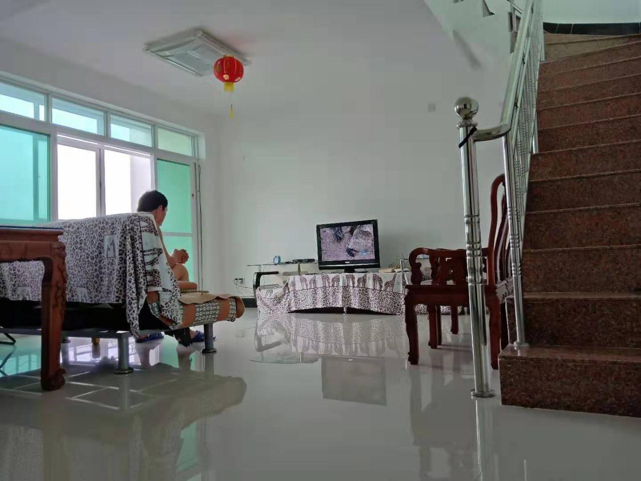富海花园4室2厅2卫130万元