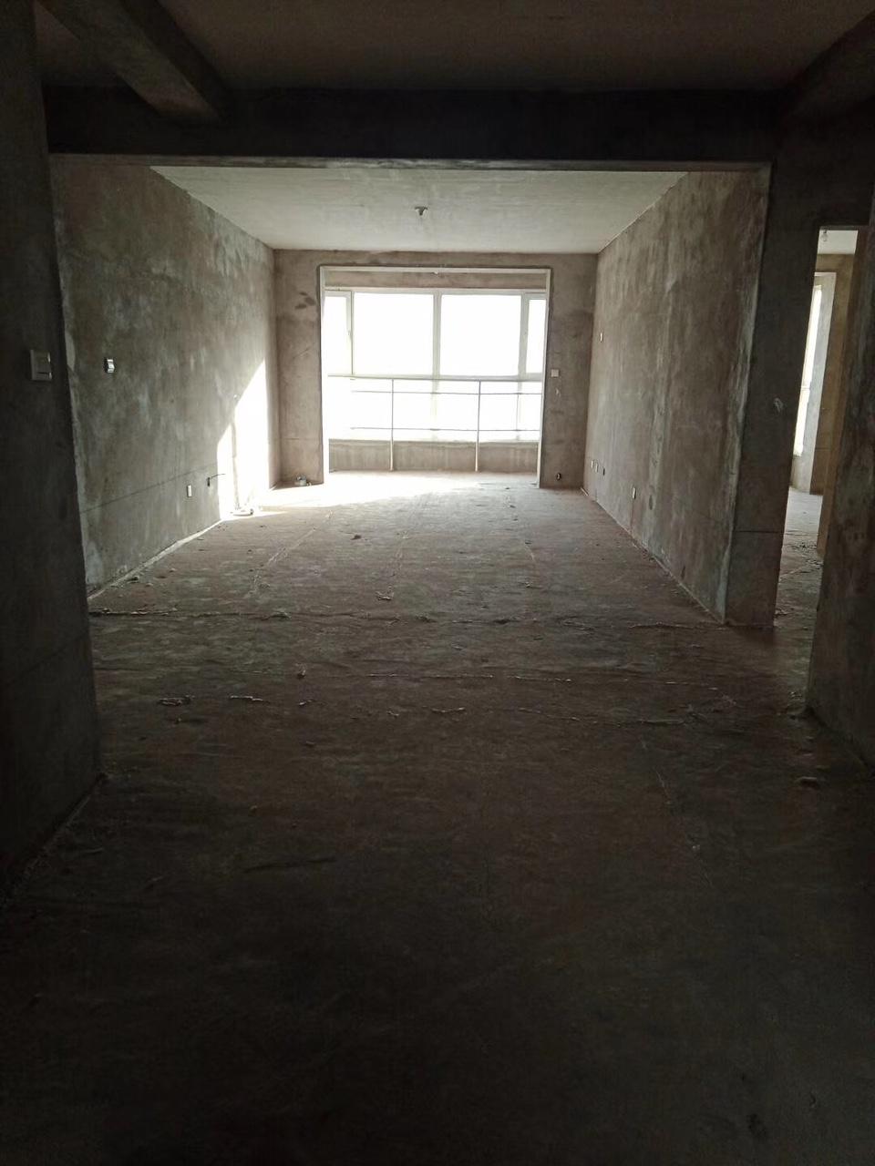 凤凰城4室2卫带车库带小房可贷款