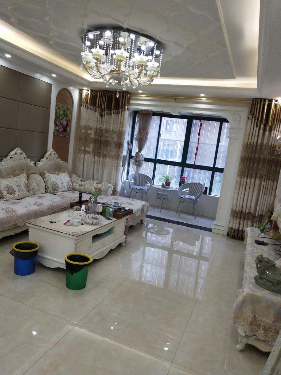 凤凰城电梯精装房3室2厅2卫88万元