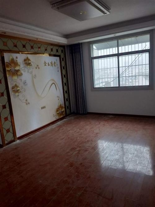 东一环七楼电梯房出售 26万