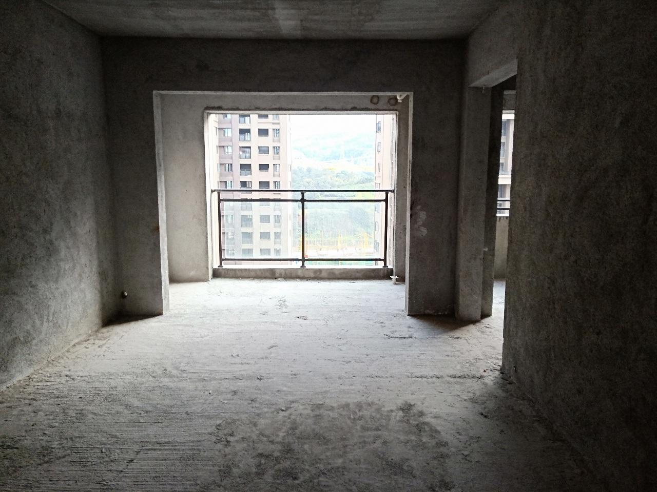 尚学领地3期高楼层131平毛坯标准四房