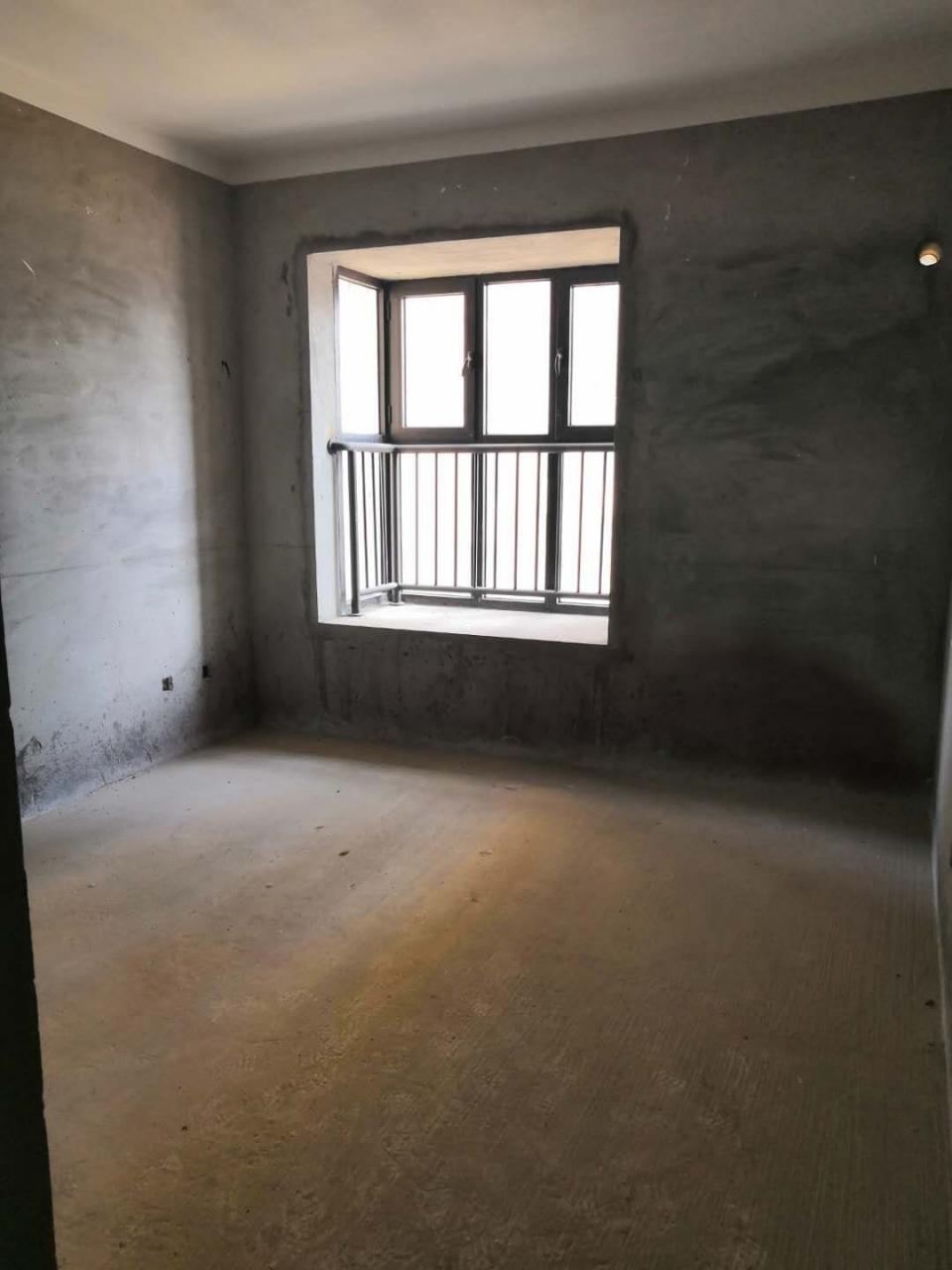 百盛华府先声开发区3室2厅2卫155万元