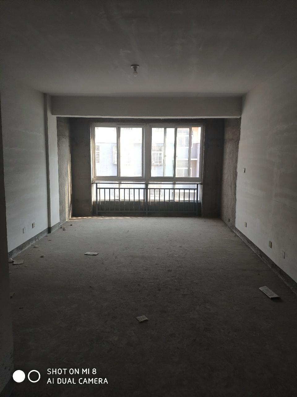 世纪星城5楼3室2厅2卫带储藏室95万证满两年