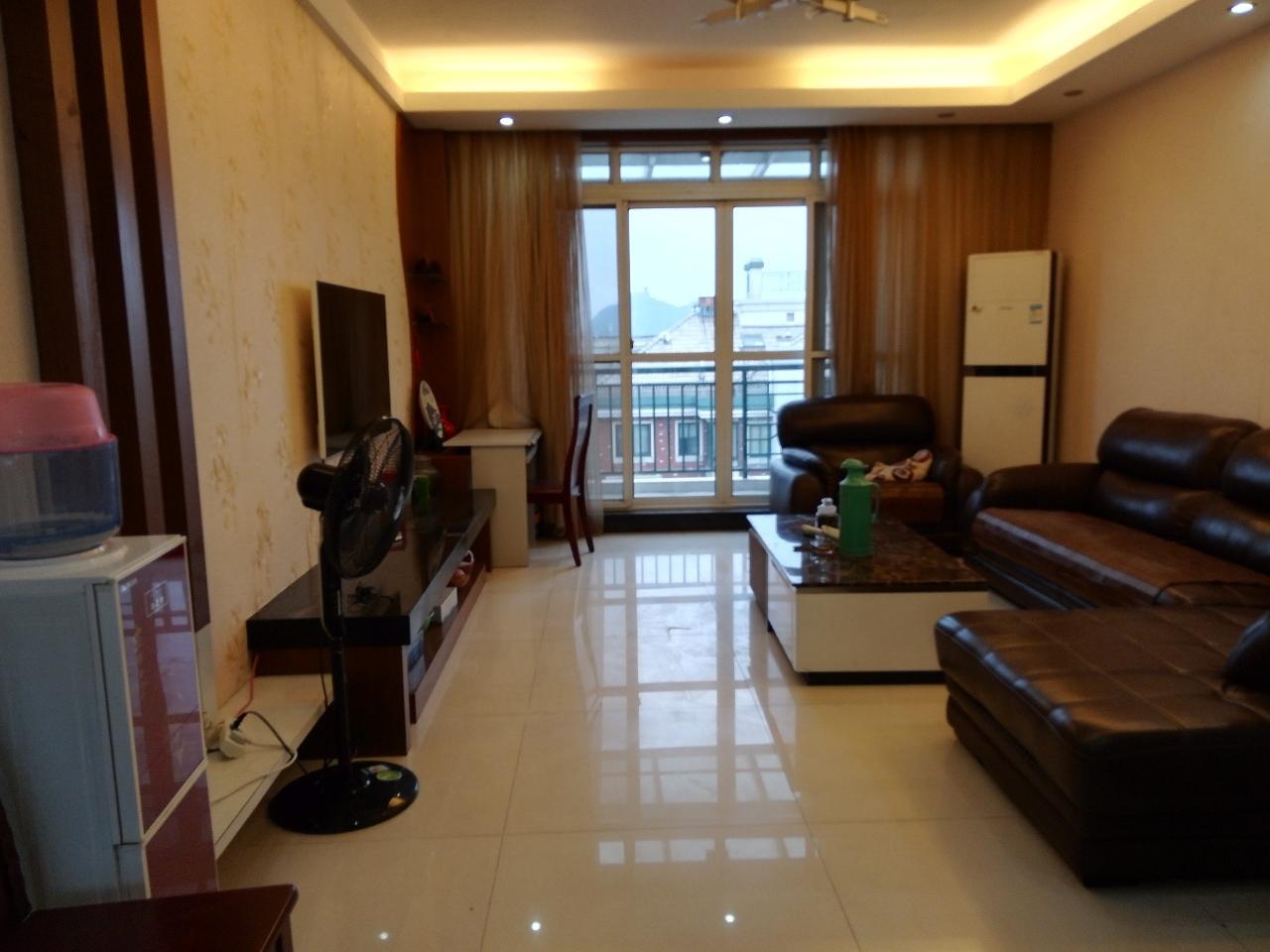西城华庭4室2厅2卫280万元