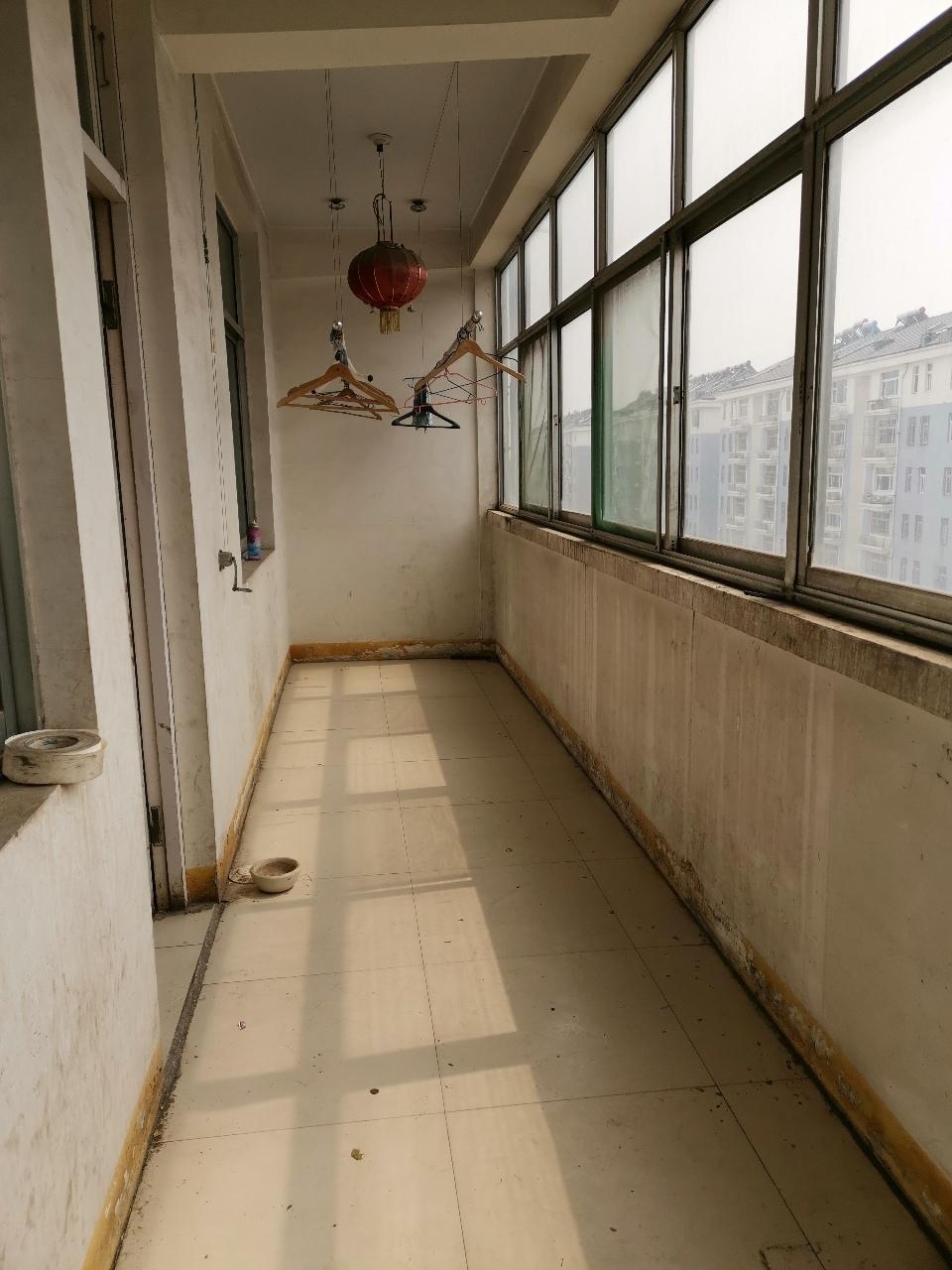 雍和府4楼90平米,2室2厅,带储藏室,可按揭33