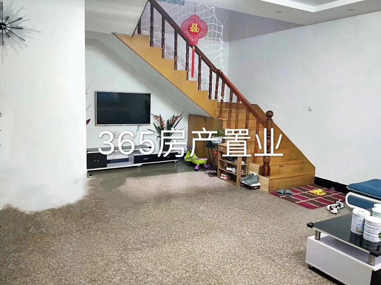 拱北小区天地房6室3厅3卫162万元