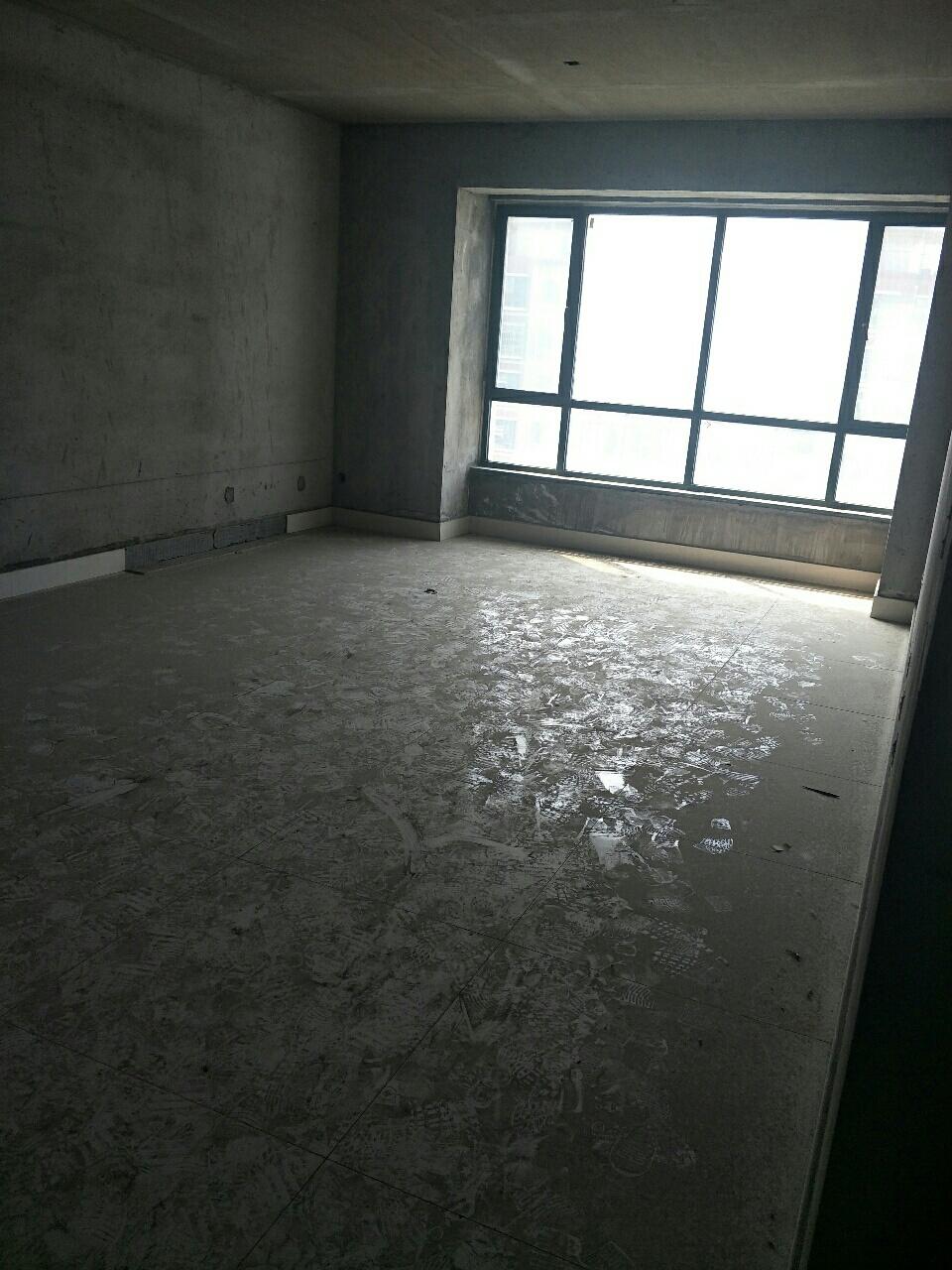 巴黎庄园157平3室2厅2卫85万元