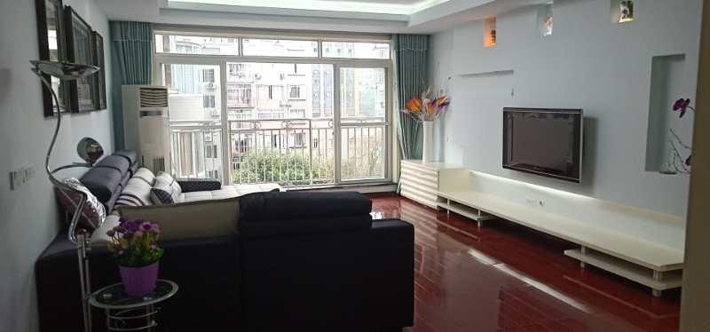 三转盘检察院公寓4室2厅3卫69.8万元