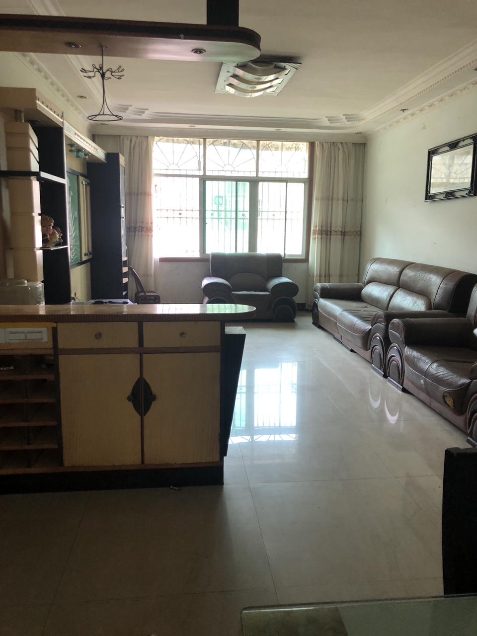 南海城138平米4室黔中学区房65万元