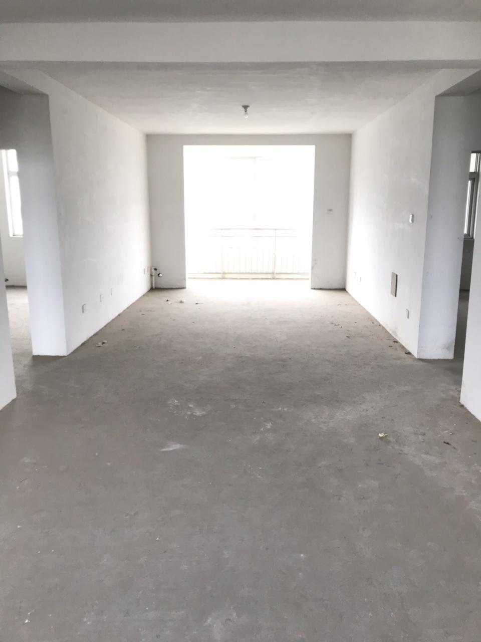 山工苑4楼140平3室通透+车库双证70万可按揭