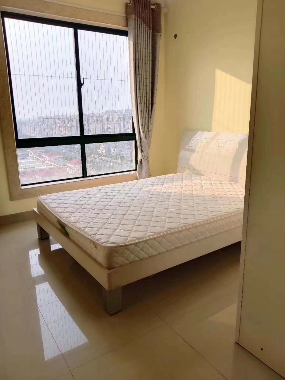儋州亚澜湾3室2厅2卫95万元有证可以按揭