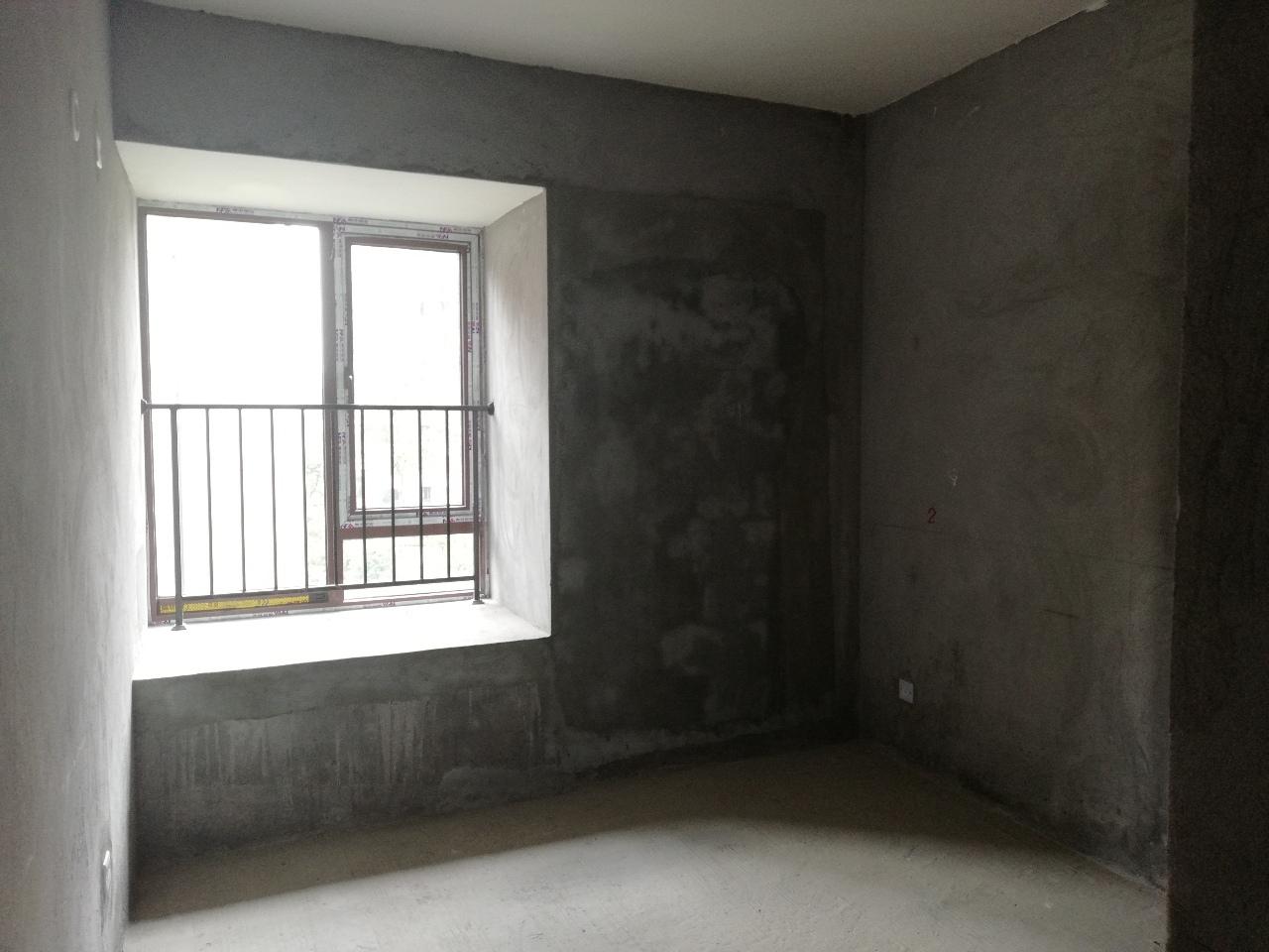 万兴华庭毛坯房4室2厅2卫133平方30万元