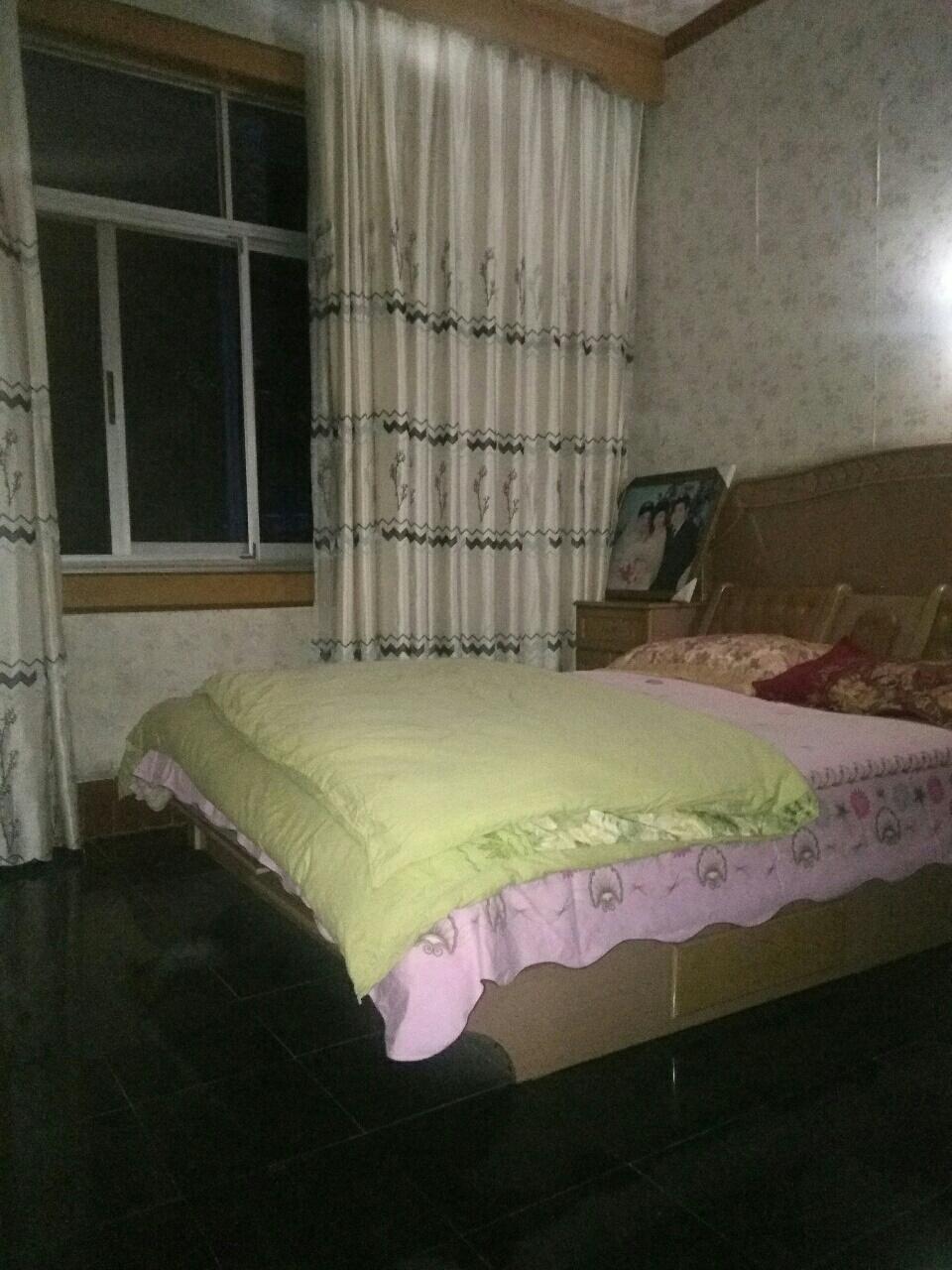 凤凰梁红绿灯路口 3室2厅1卫51.8万元