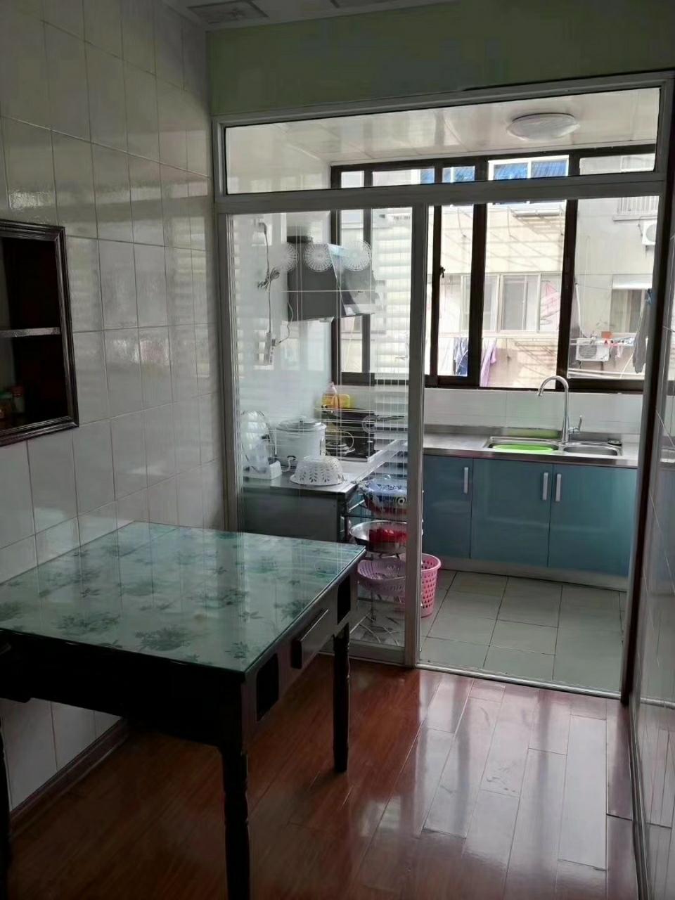 宾东小区98平米精装修4室1厅1卫52.8万元