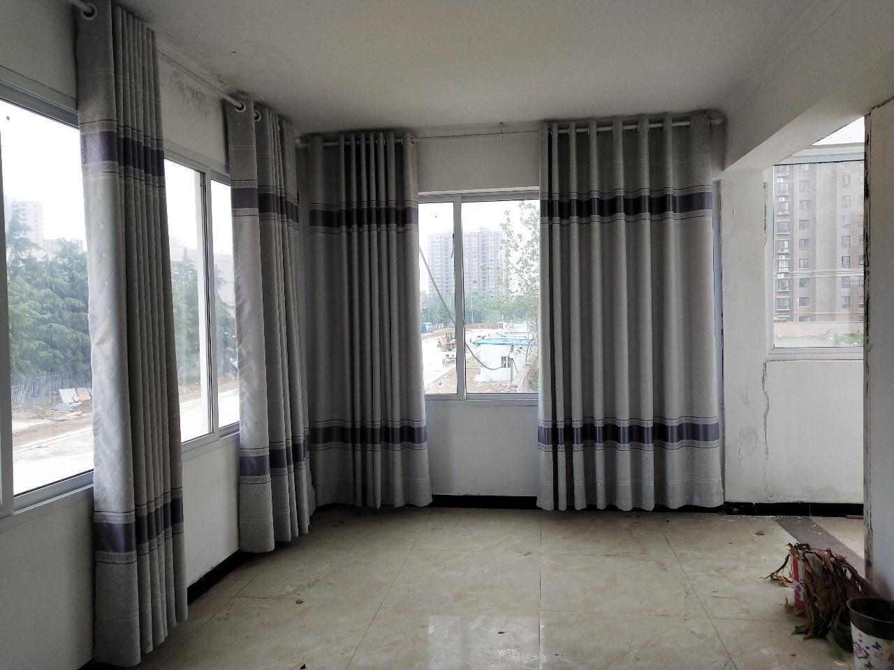 御花园4室3厅2卫72万元东边户车位储藏室精装