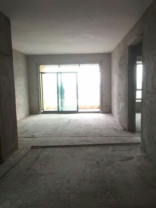 中华广场4室2厅2卫63万元