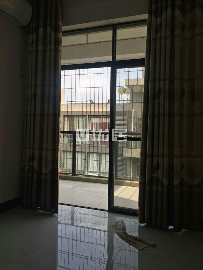 碧桂华庭一期4室2厅2卫65万元