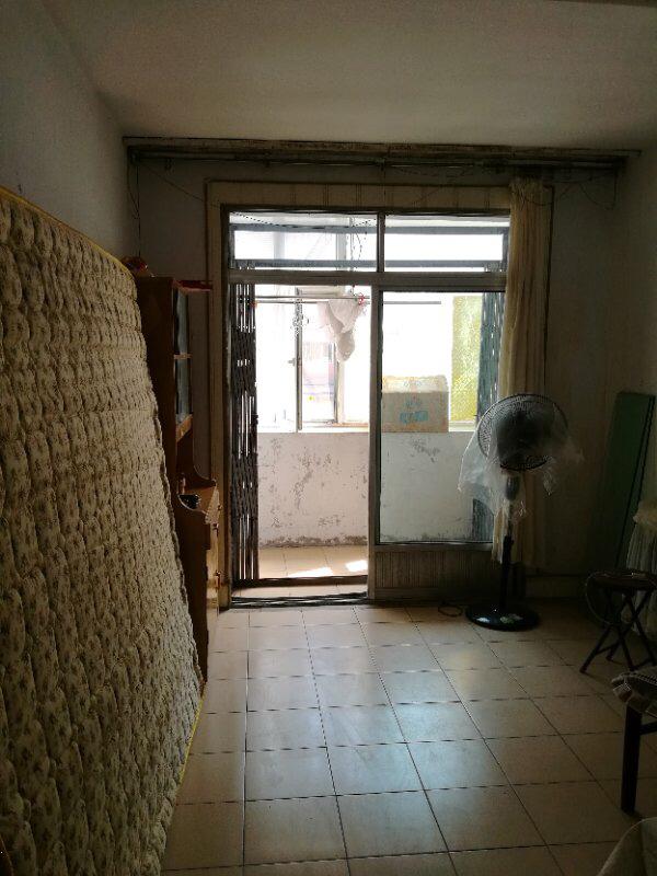 明仁学区2室1厅1卫35万元2楼