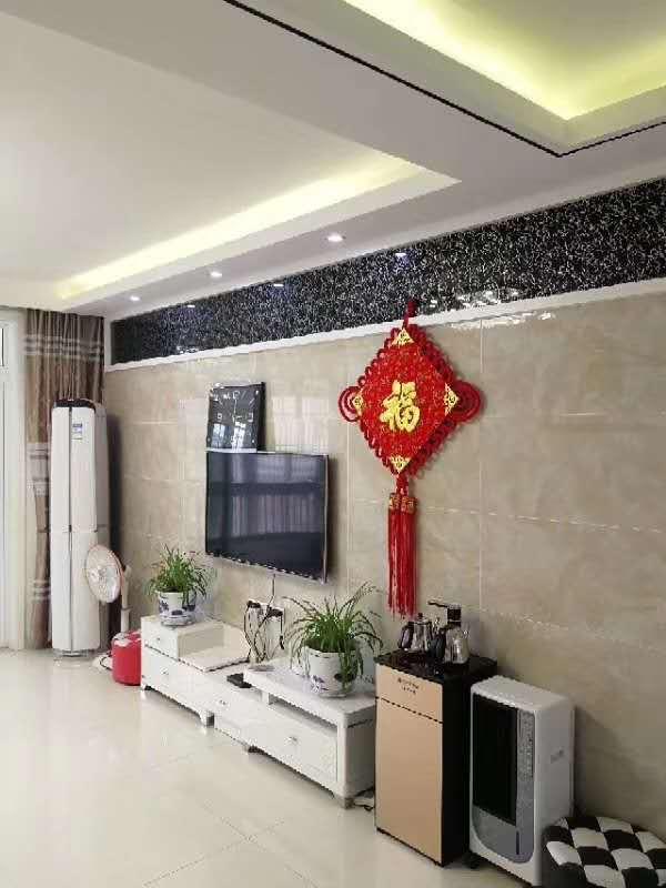 中央广场C区精装三室两厅150平140.8万