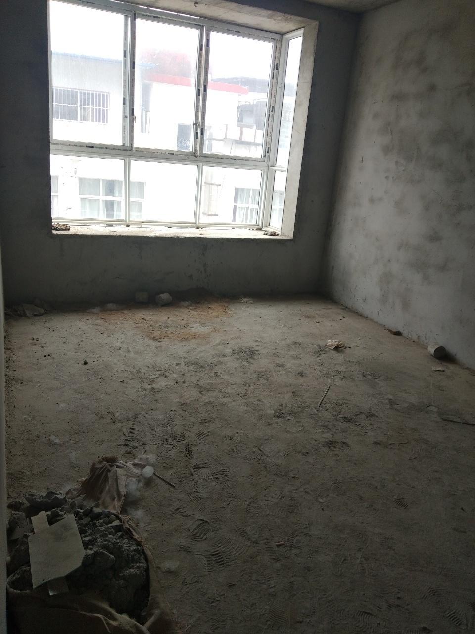 汇丰酒店后3室2厅1卫30万元