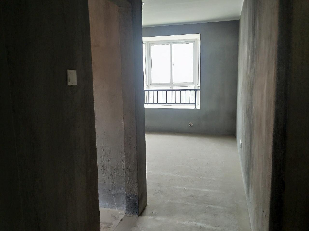 嘉泰步梯五樓東邊套3室2廳2衛70萬元