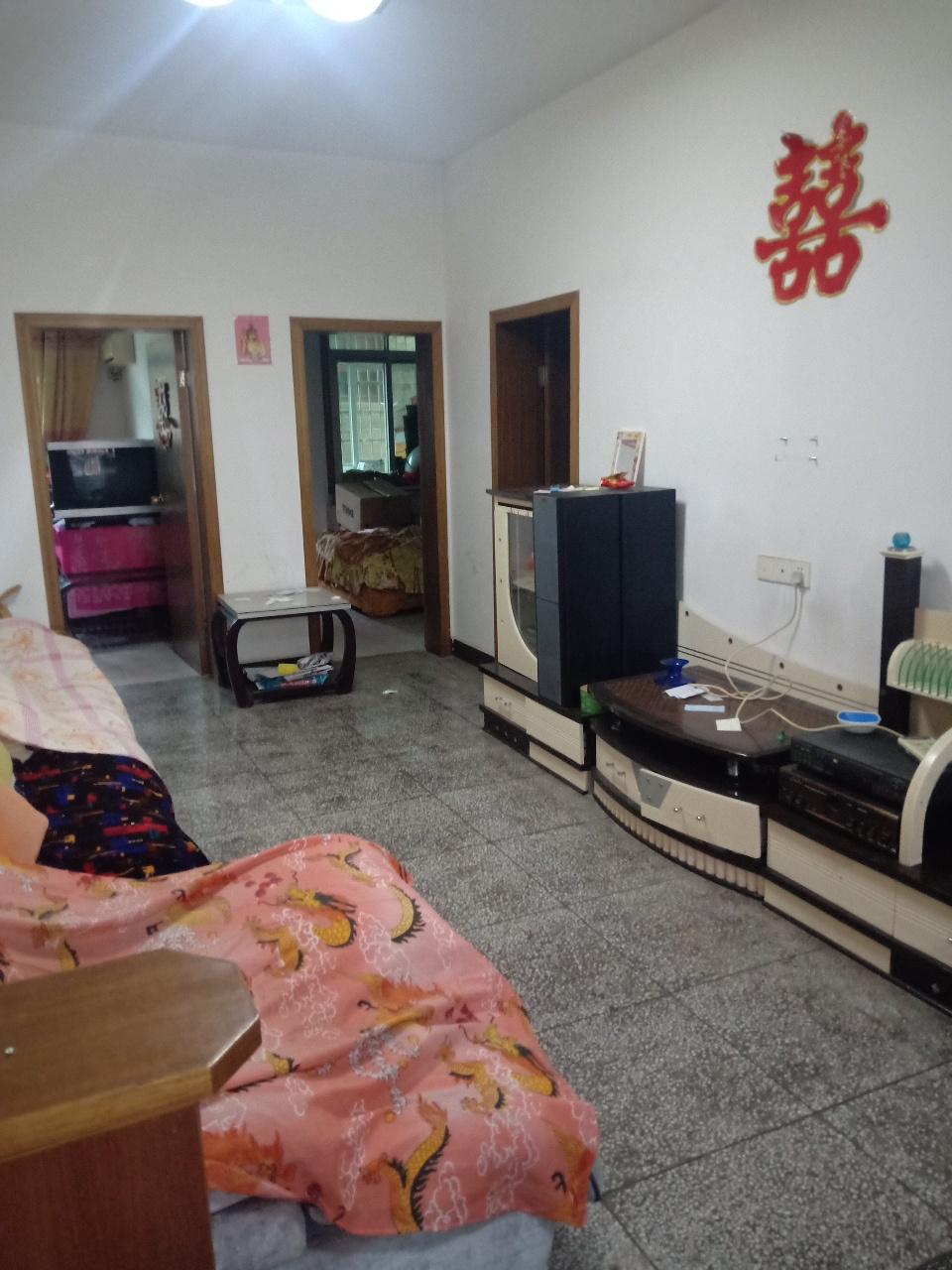 东南海小区附近3室2厅1卫68万元