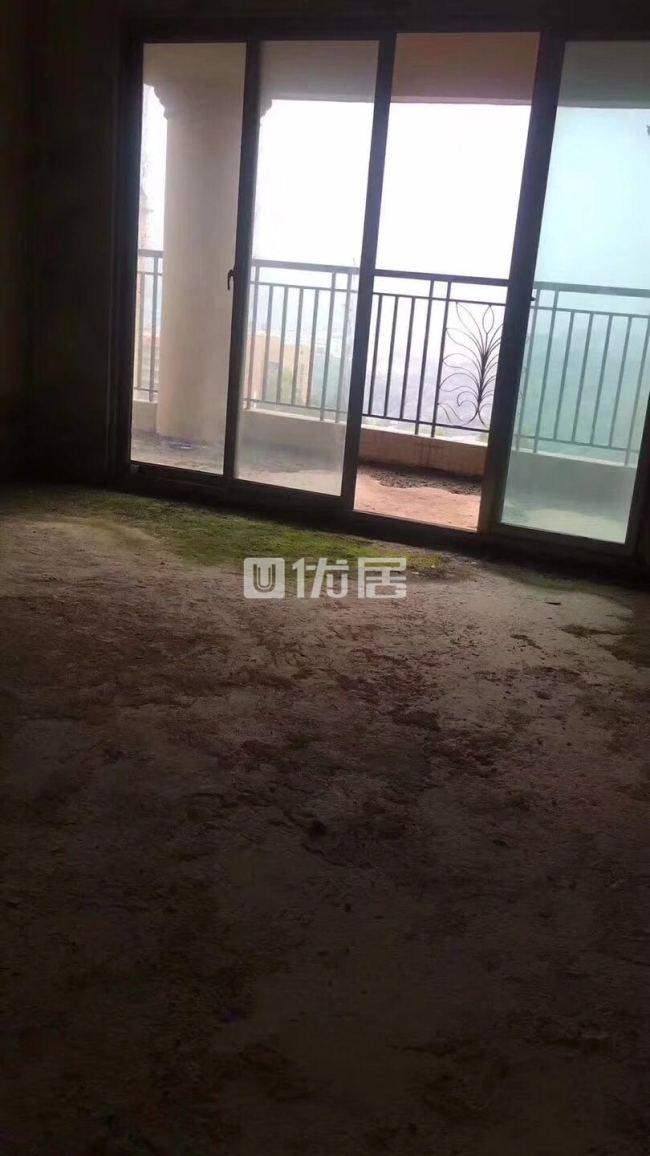碧桂华庭二期4室2厅2卫68万元