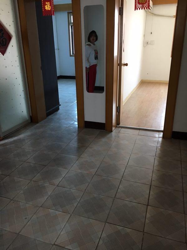 海子牛电大路3室2厅1卫78平米35.8万元