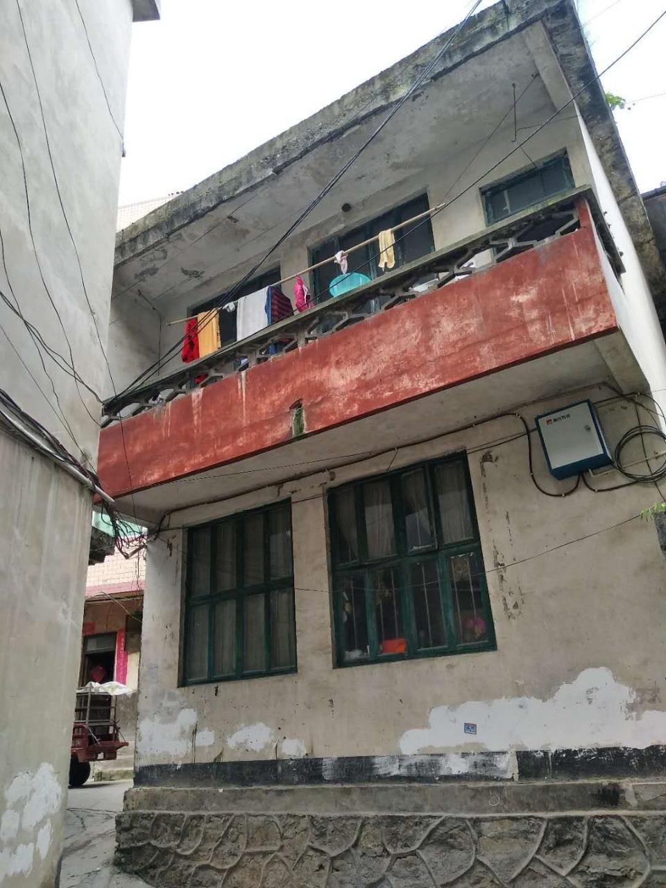 東風壩棟房出售,一樓一底4室2廳2衛40.5萬元