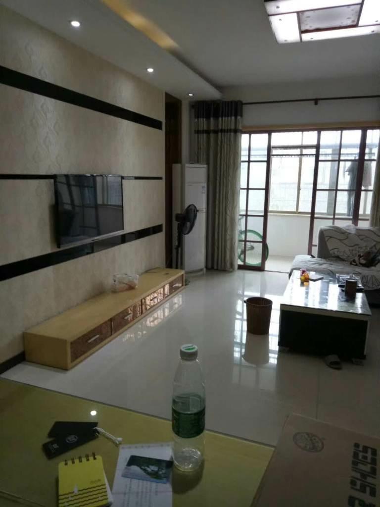 君皇佳园3室2厅2卫88万元