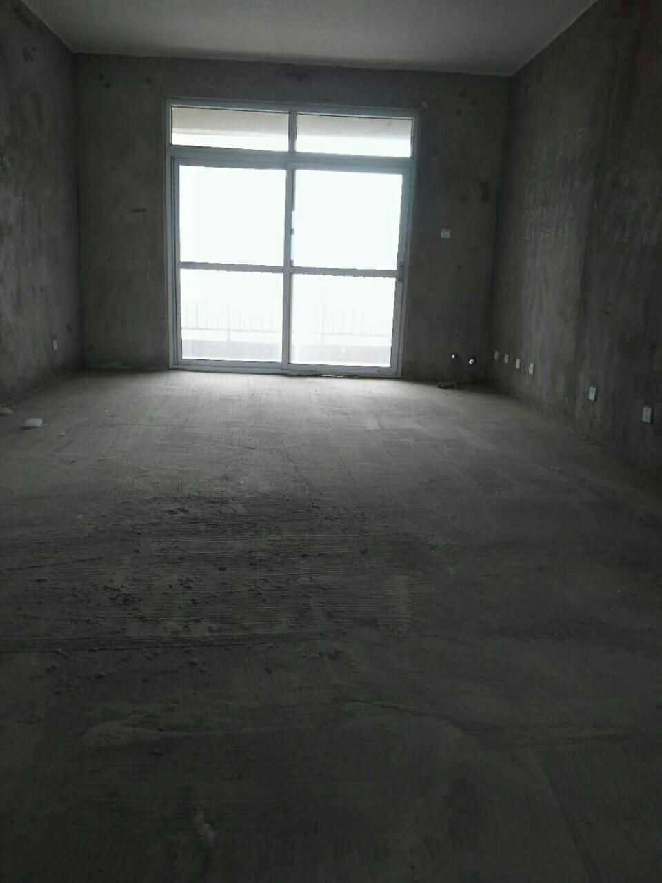 东区大三室电梯中层毛坯随意装66万