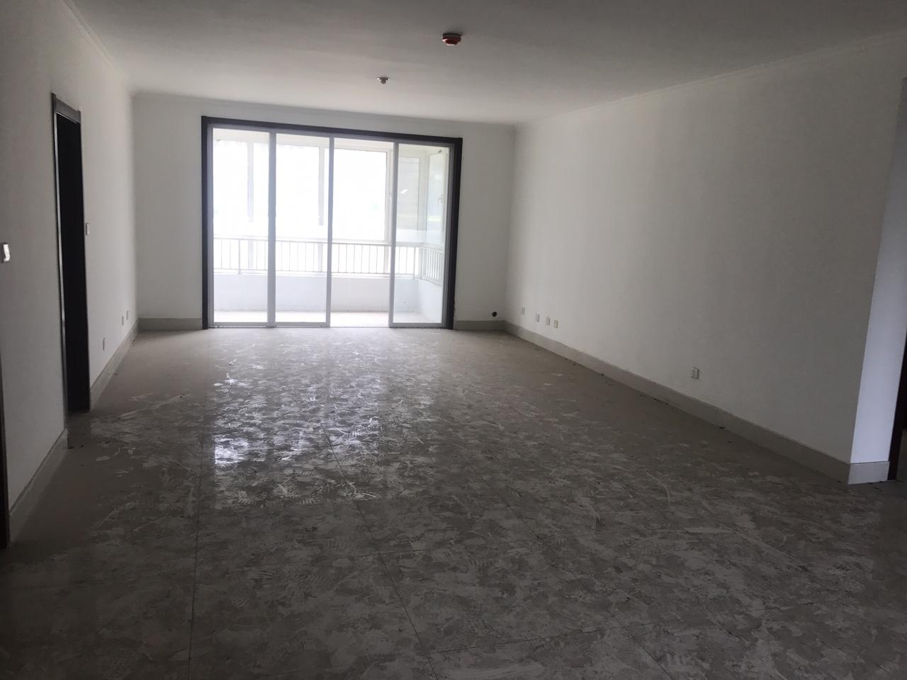 怡华苑3室2厅2卫168万元