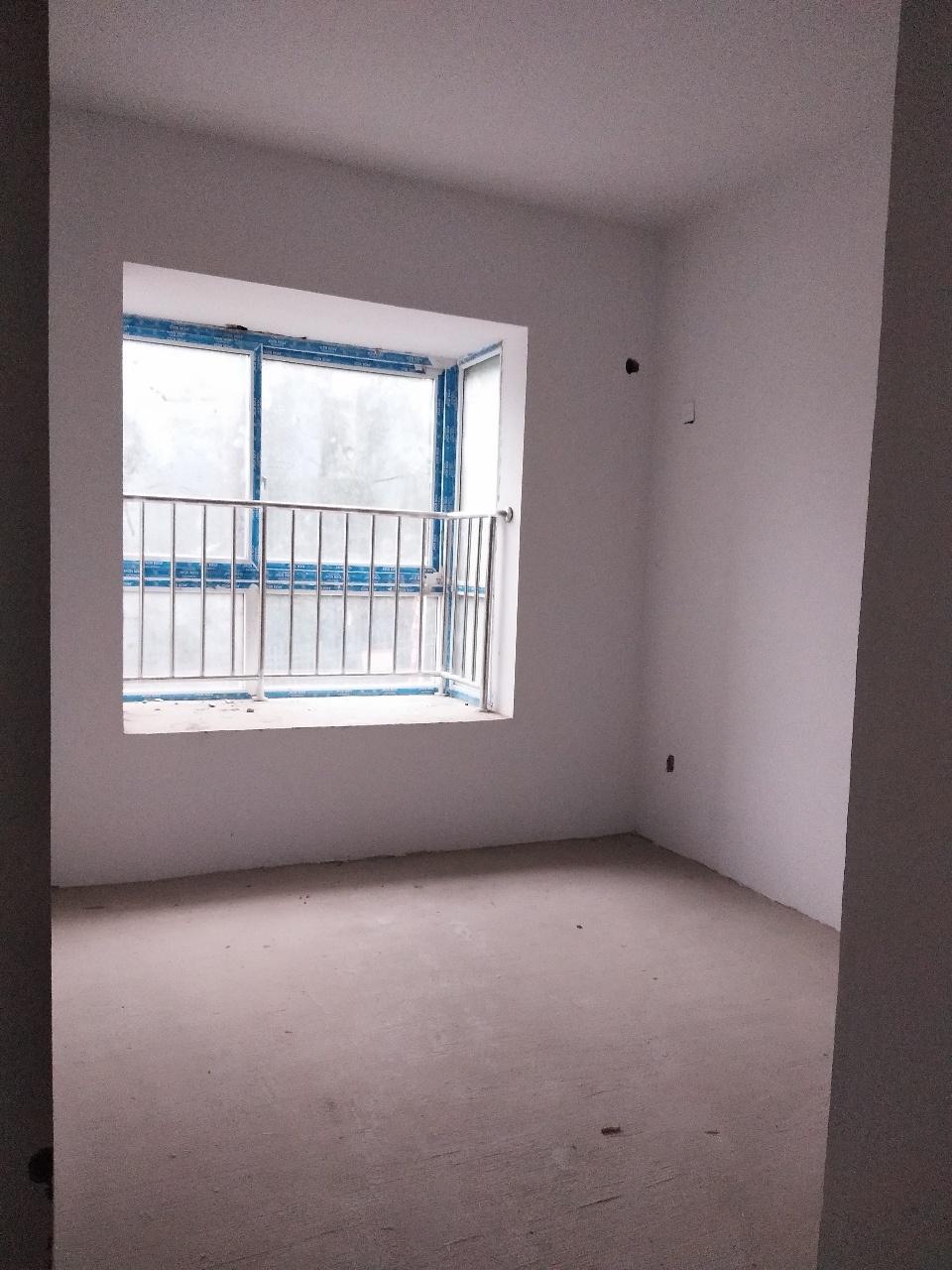 鸿泰新居五仙路3室2厅1卫48万元