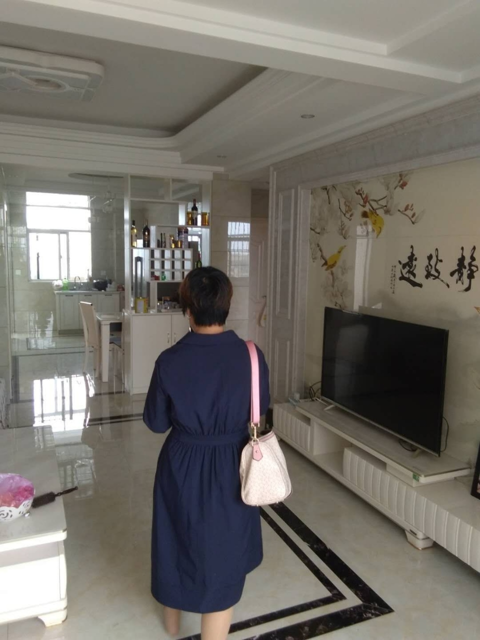 东湖1号3室2厅2卫全新精装88万元