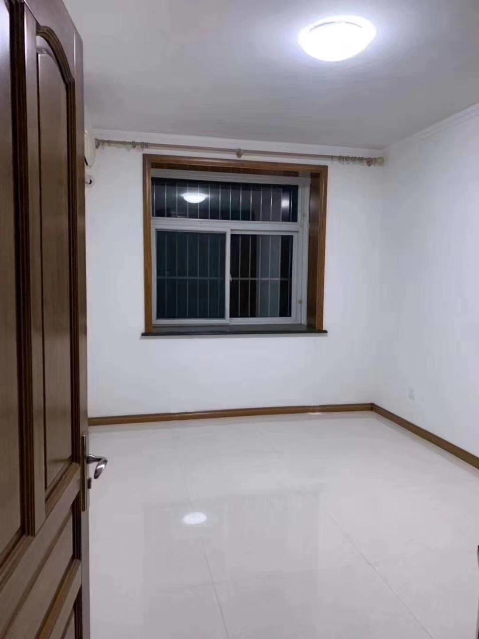 九龙居2室,98平简装,带车库,双证可按揭