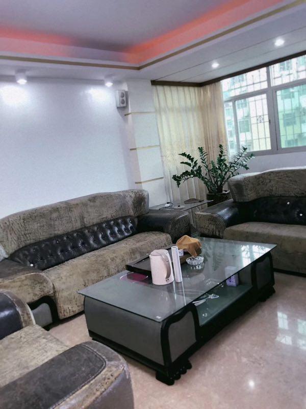 林美花园 精装 中高层4室  141平110万元