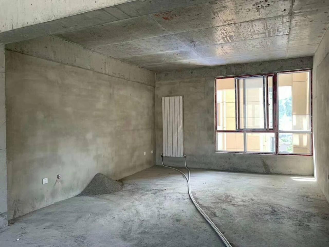君安商厦4室2厅2卫50万元