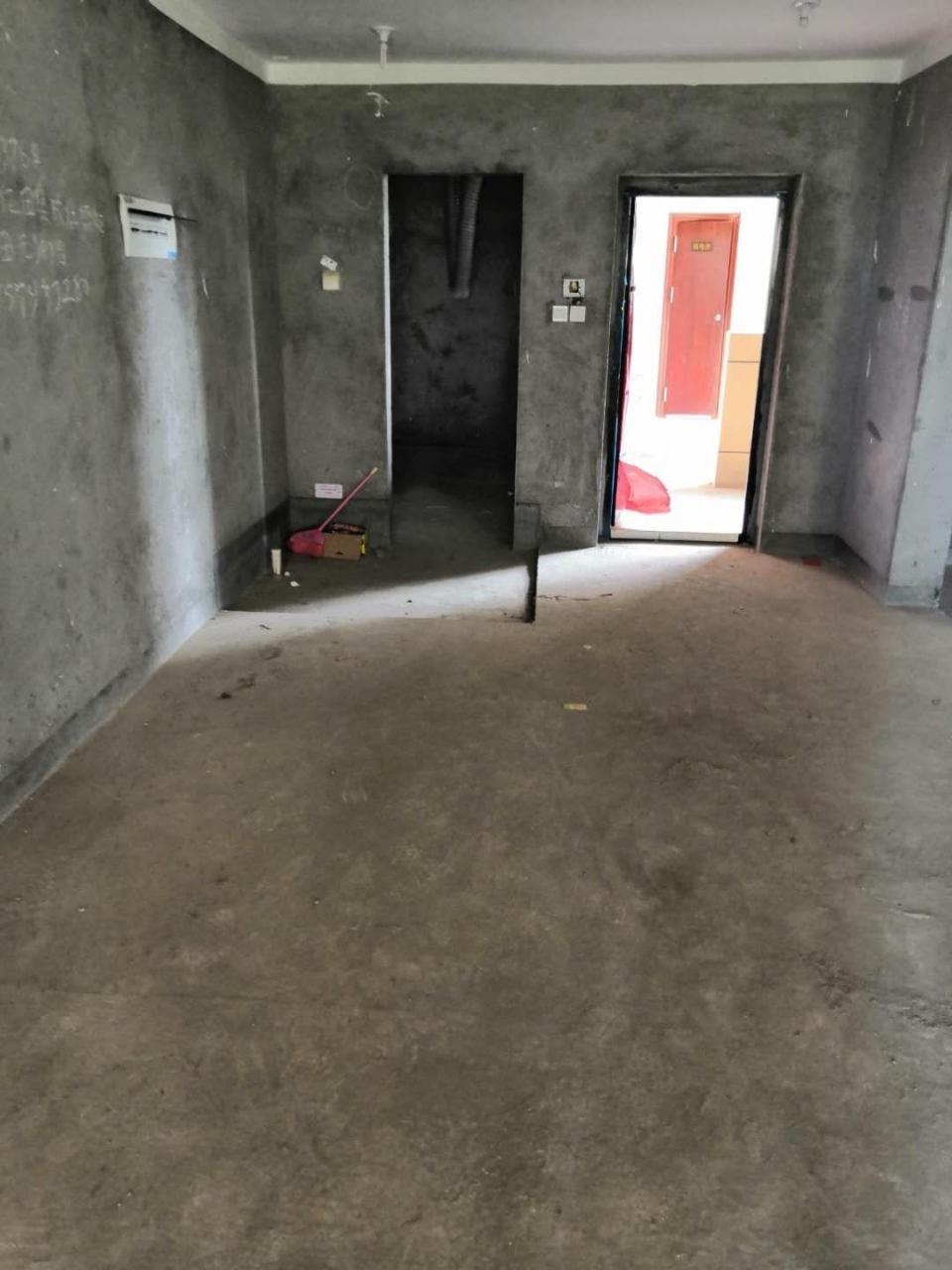 四季澜庭4跃5,137+车位楼梯已浇筑开价180万