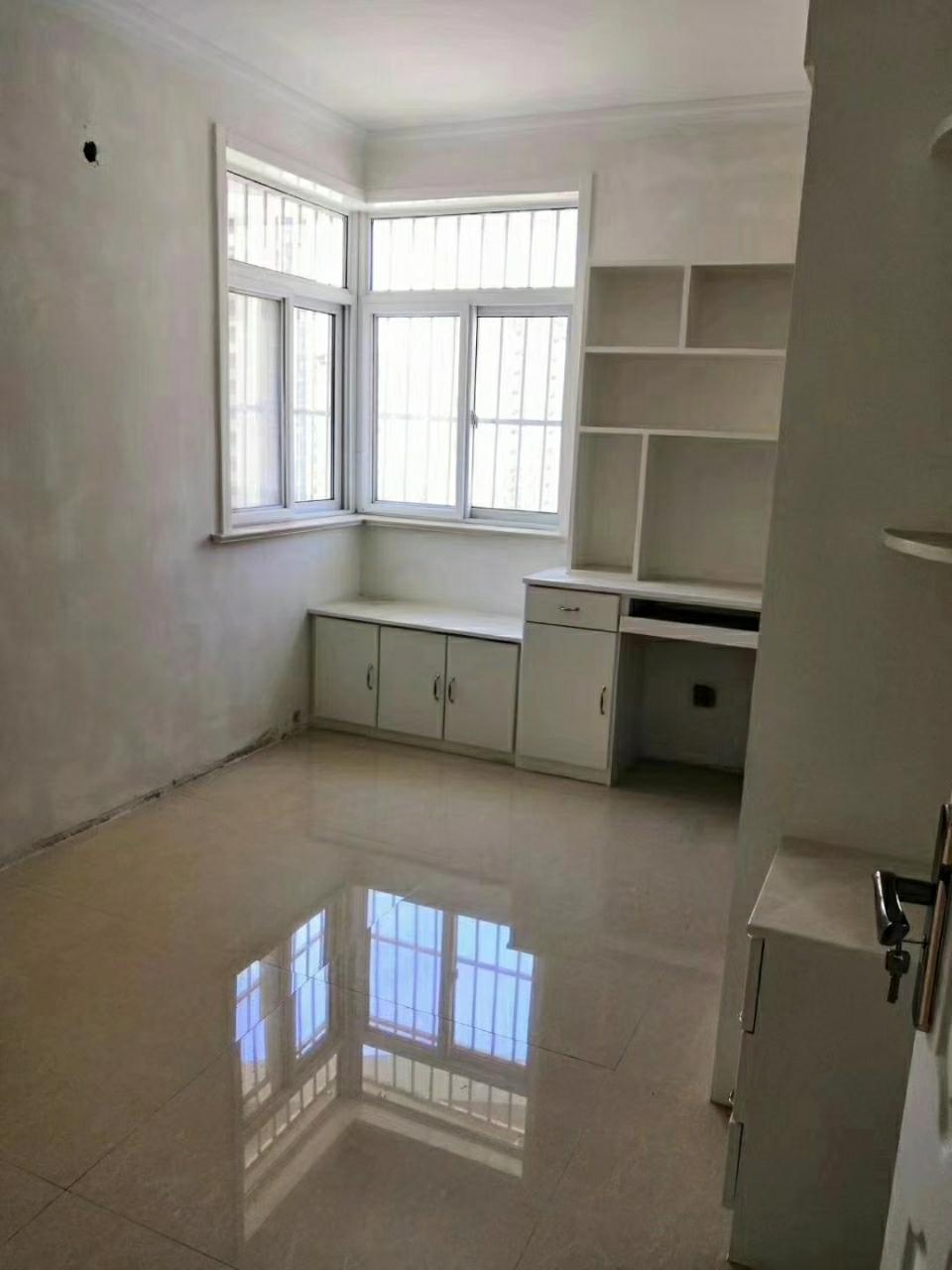 东店富贵苑2楼,3室,车库,证全,可按揭。