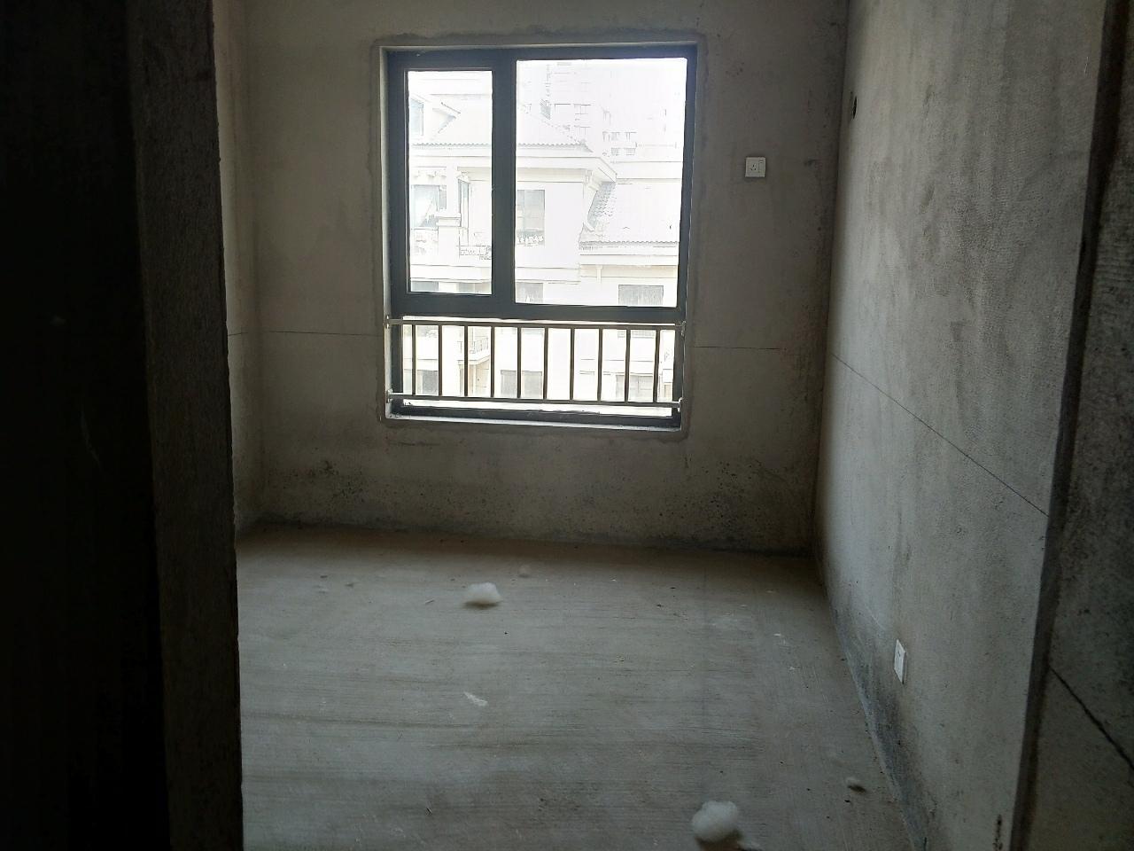 樂盛電梯四樓3室2廳2衛54萬元