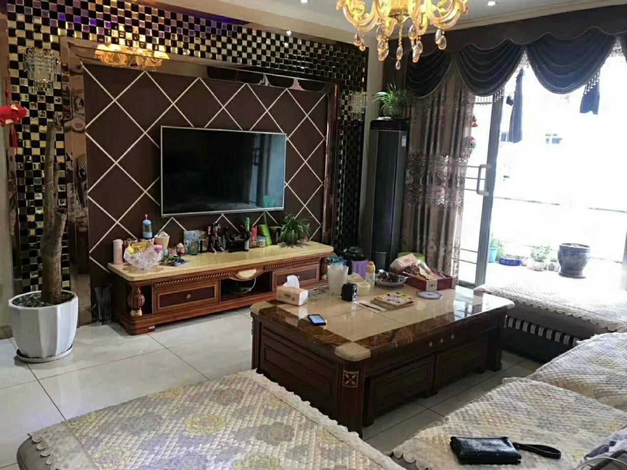 阳光花园精装3室出售喊价72万