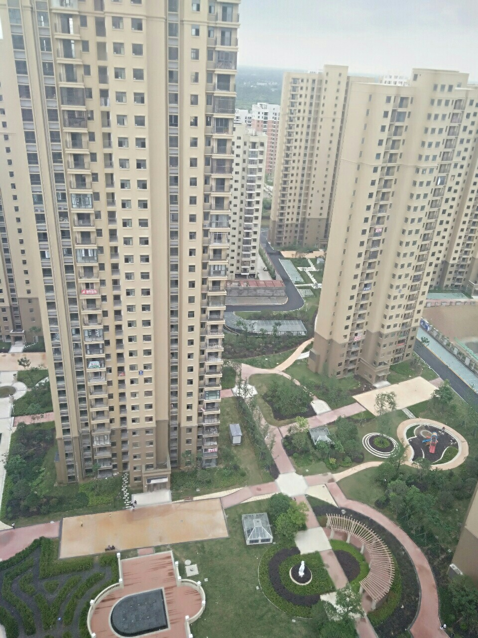 469中央国际城120平3室2厅2卫85万元
