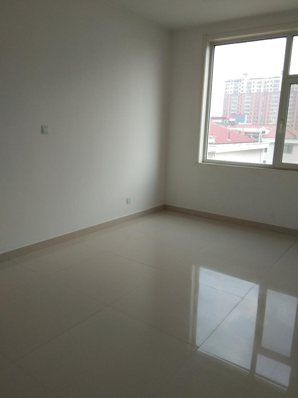 6458阳光花园3室3厅2卫248万元