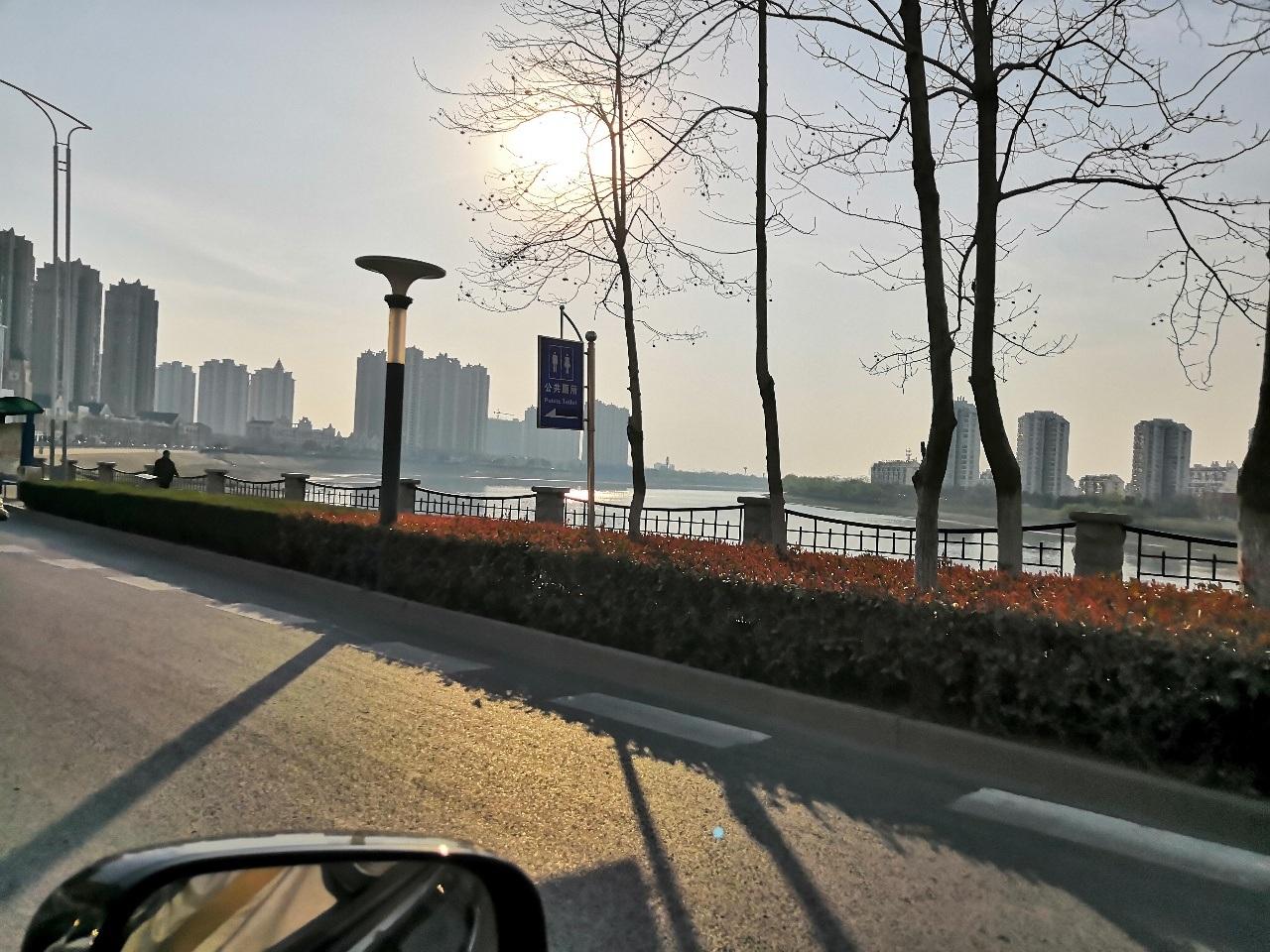 思源雅苑,三房毛坯诚心出售55万可谈!