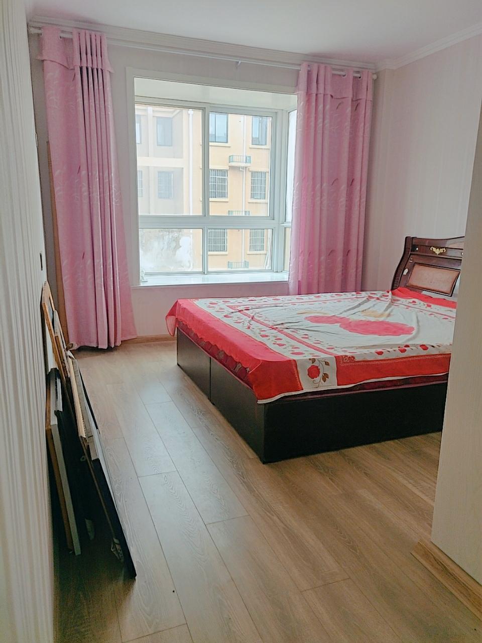 阳光花园3室2厅2卫55万元