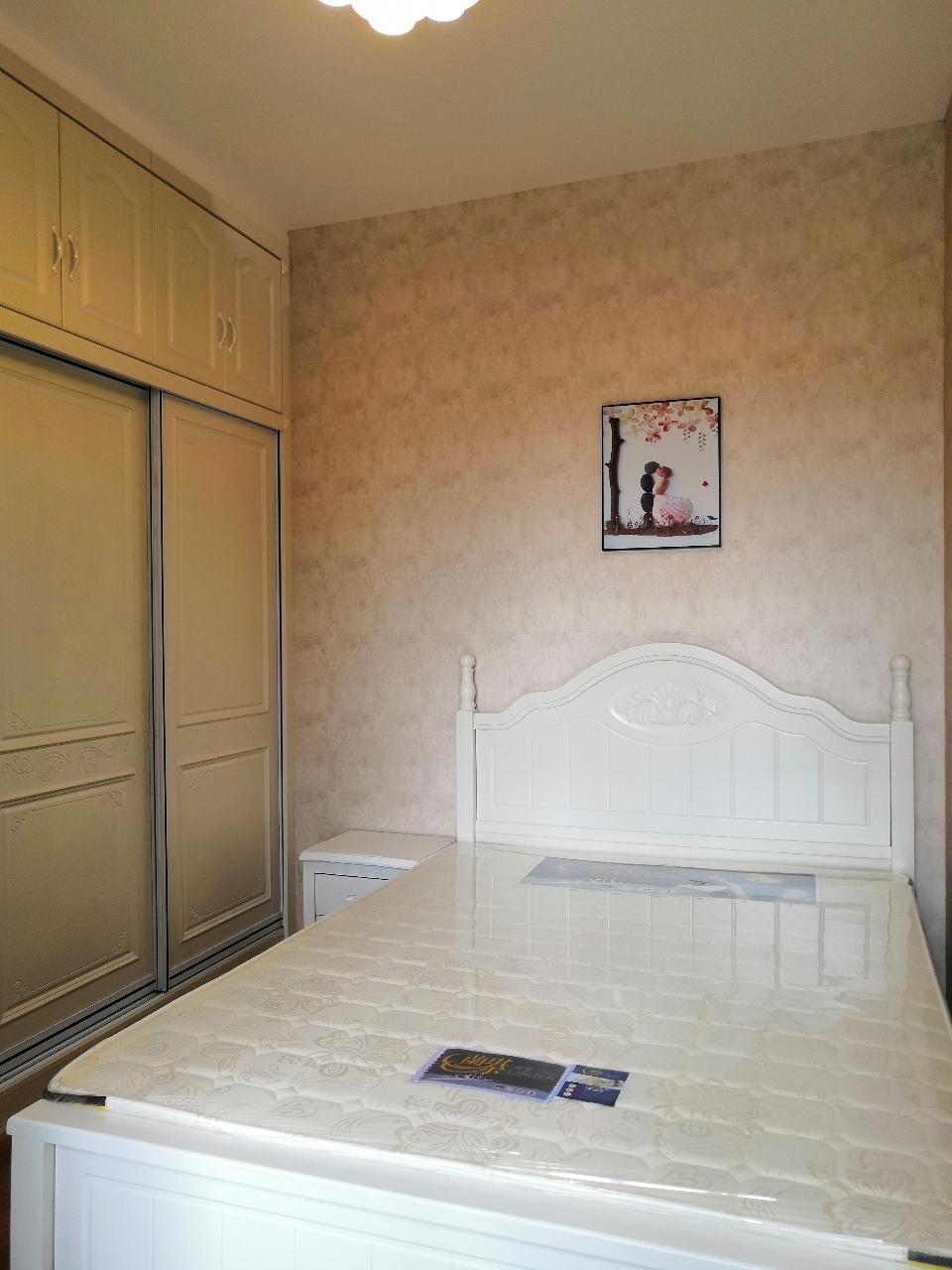 海棠香國3室2廳2衛精裝修未入住朝中庭